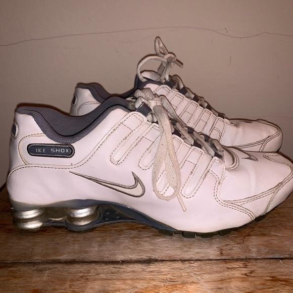 super popular 67b27 0fc04 Nike Shox NZ Women's Size 8 All White Shoes